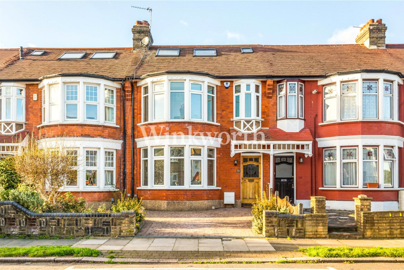 House for sale in Palmers Green - River Avenue, London, N13