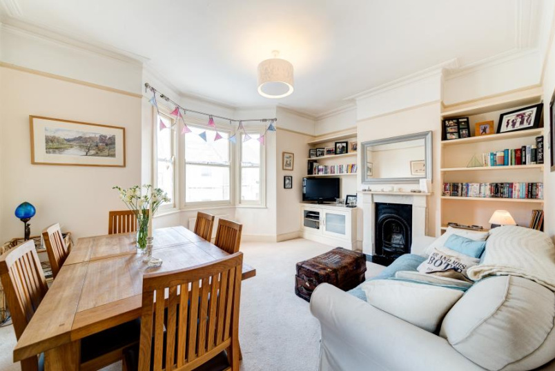Flat to rent in Battersea - LEATHWAITE ROAD, SW11