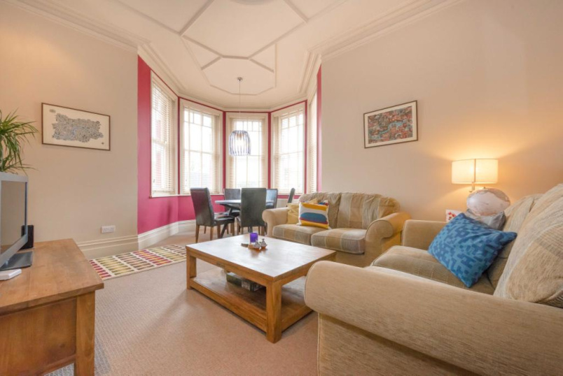 Flat/apartment to rent in Willesden Green - Chichele Mansions, Chichele Road, London, NW2