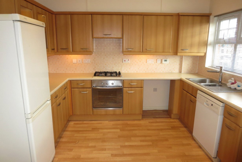 House to rent in Kingsbury - Rose Bates Drive, Kingsbury, London, NW9