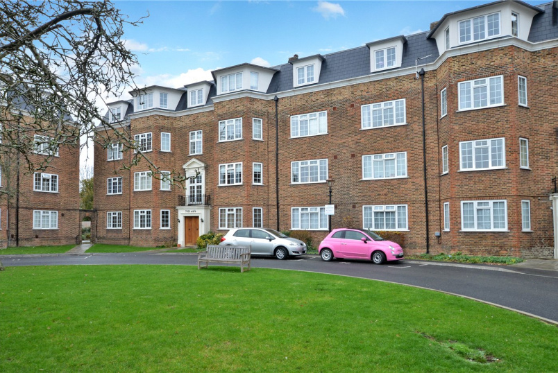 Flat/apartment for sale in Worcester Park - Orchard Court, The Avenue, Worcester Park, KT4