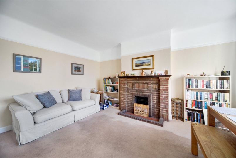 Flat/apartment to rent in Brentford & Isleworth - Gloucester Court, Kew Road, Surrey, TW9