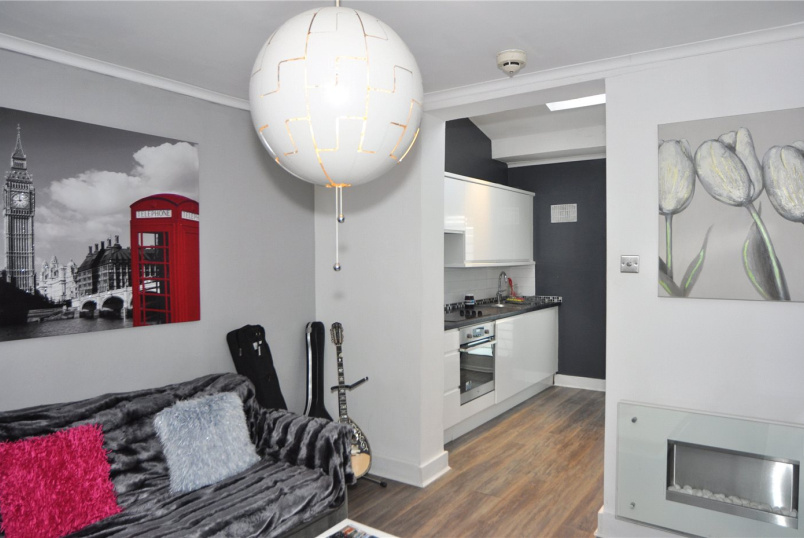 Flat/apartment to rent in Palmers Green - The Fairway, London, N13