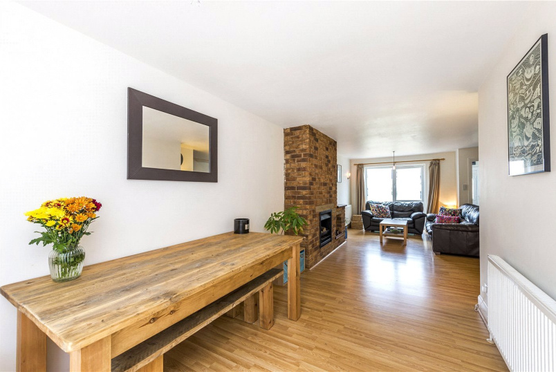 House for sale in Streatham - Prescott Close, London, SW16