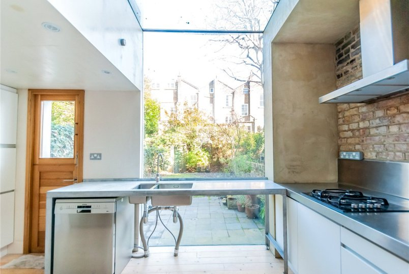 House to rent in Kentish Town - Axminster Road, London, N7