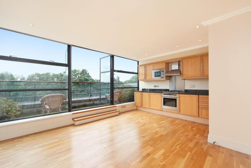 Flat/apartment to rent in Brentford & Isleworth - Point Wharf, Ferry Quays, Ferry Lane, TW8