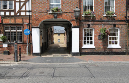 Godalming Town Centre. GROUND FLOOR Luxury Apartment. OWN PRIVATE GARDENS.