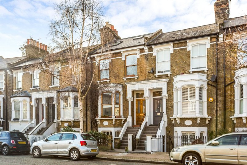 House for sale in Highbury - Leconfield Road, London, N5