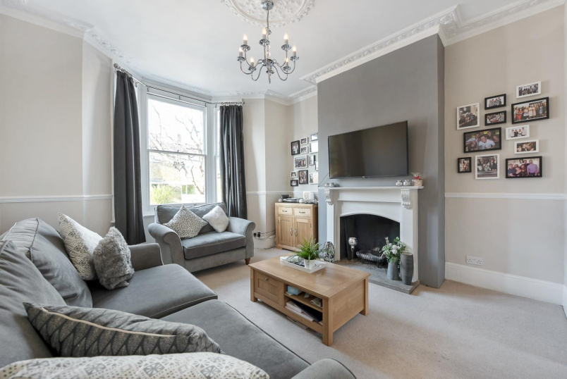 House - terraced to rent in Battersea - TAYBRIDGE ROAD, SW11