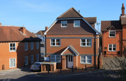 Godalming Town Centre - Ideal First Time / Investment Purchase.