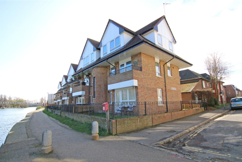 Flat/apartment for sale in Reading - Isis Court, Reading, Berkshire, RG1