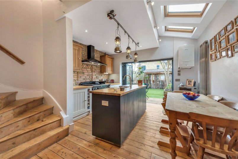 House for sale in Tooting - Byton Road, London, SW17