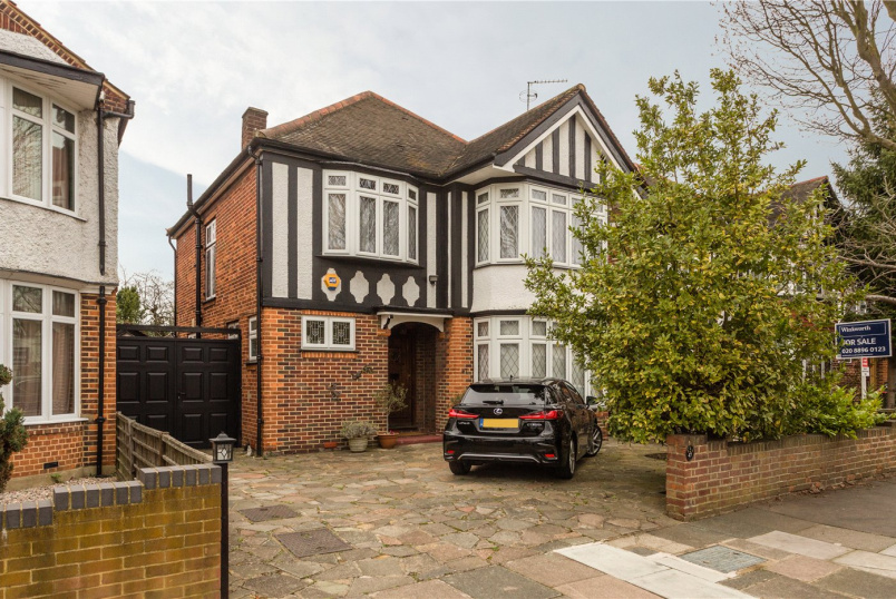 House for sale in Ealing & Acton - Baronsmede, London, W5