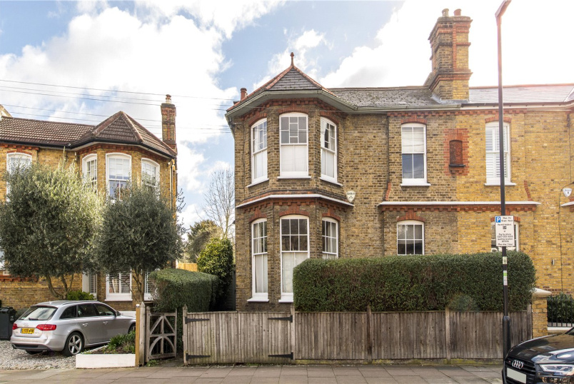 House for sale in Streatham - Kirkstall Road, London, SW2