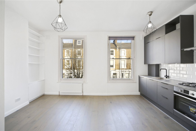 Flat/apartment to rent in Hammersmith - Southerton Road, Brackenbury Village, W6