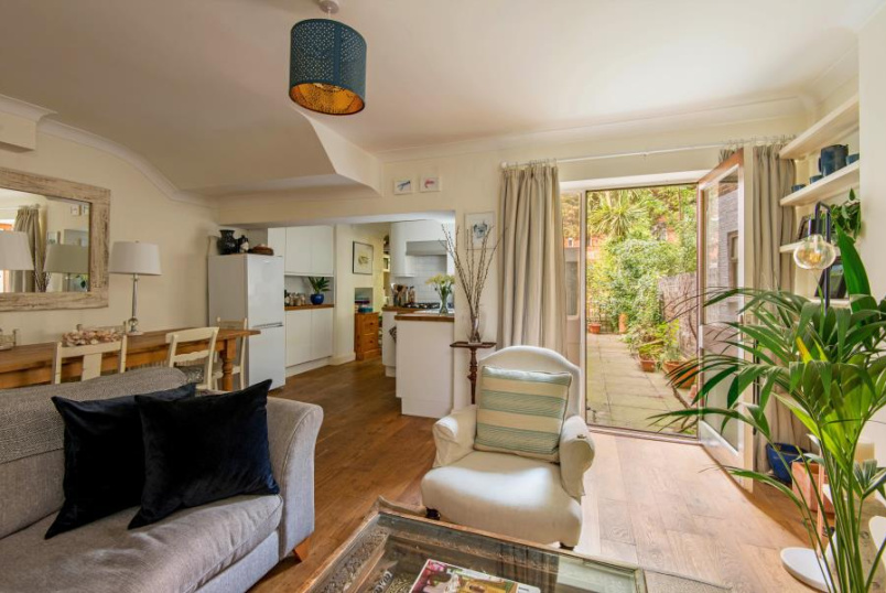 Apartment for sale in St Johns Wood - FERNHEAD ROAD, MAIDA VALE, W9 3EN