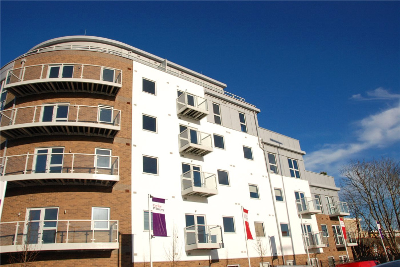 Flat/apartment to rent in Guildford - Austen House, Station View, Guildford, GU1