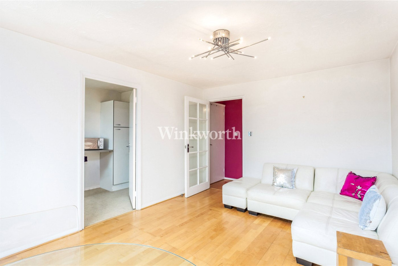 Flat/apartment to rent in Golders Green - Draycott Close, London, NW2