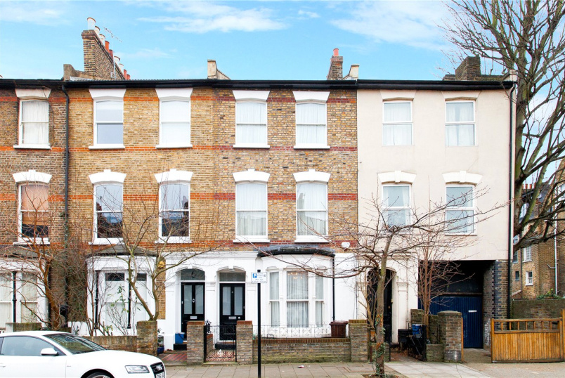 House for sale in Hackney - Sigdon Road, London, E8
