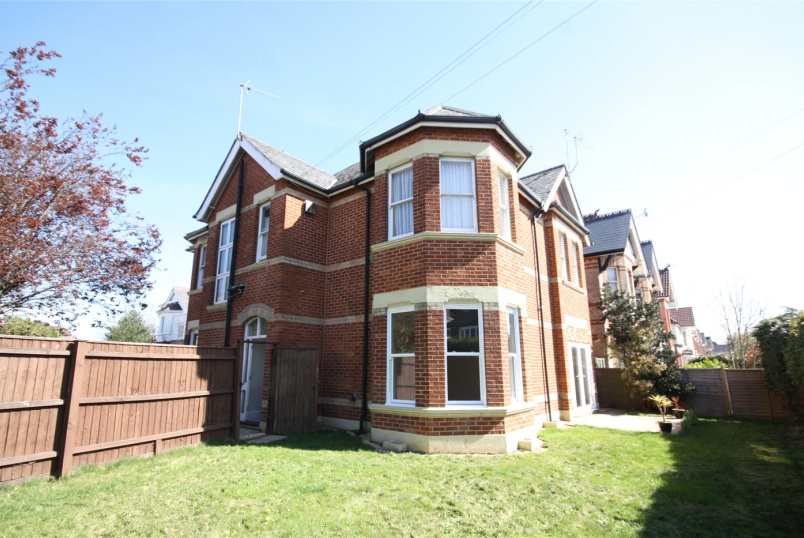 Flat/apartment to rent in Westbourne - Westbourne Park Road, Bournemouth, Dorset, BH4