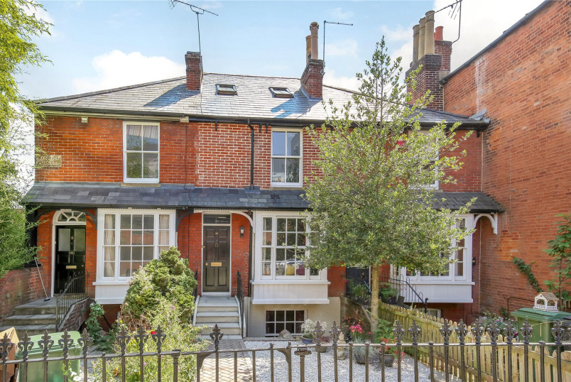 House for sale in Winchester - Tower Street, Winchester, Hampshire, SO23