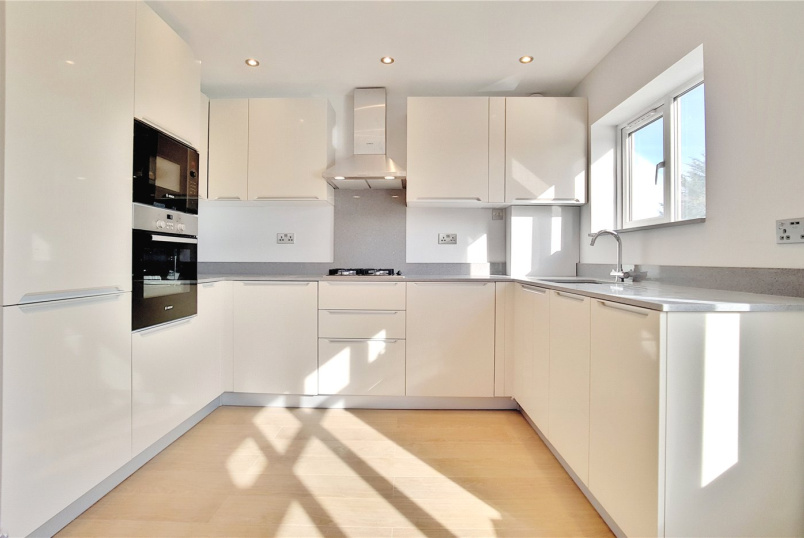 Flat/apartment for sale in Kingsbury - Larkfield Avenue, Harrow, HA3