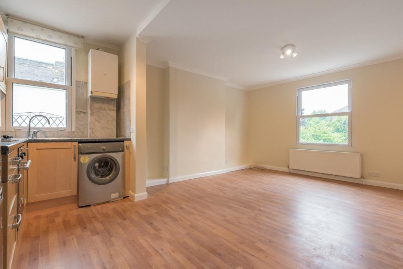 Flat/apartment to rent in Kensal Rise & Queen's Park - Okehampton Road, London, NW10