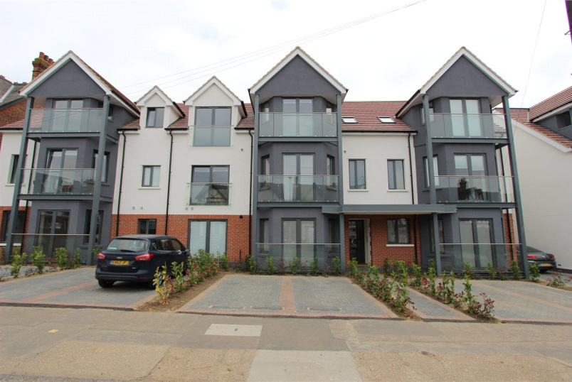 Flat/apartment to rent in Leigh-on-Sea - Balmoral Apartments, 30-36 Valkyrie Road, Westcliff-on-Sea, SS0