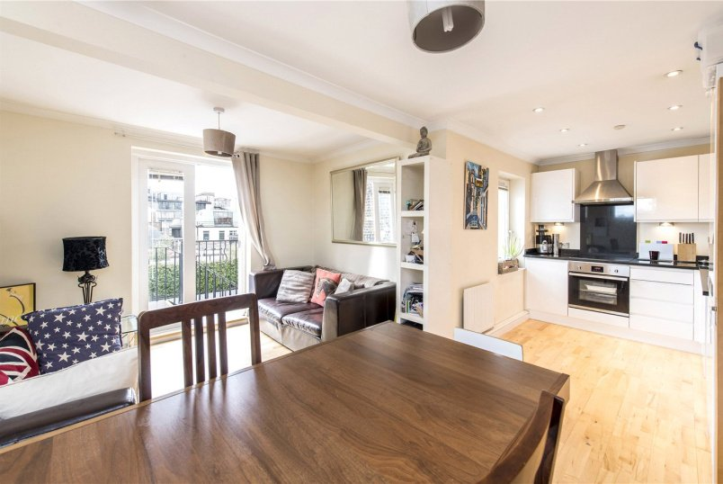 Flat/apartment to rent in Paddington & Bayswater - Cavendish Court, 11-15 Wigmore Street, London, W1U