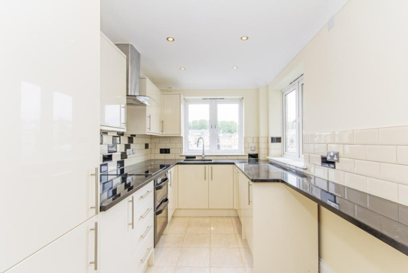 Flat/apartment to rent in Surrey Quays - Rainbow Quay, London, SE16