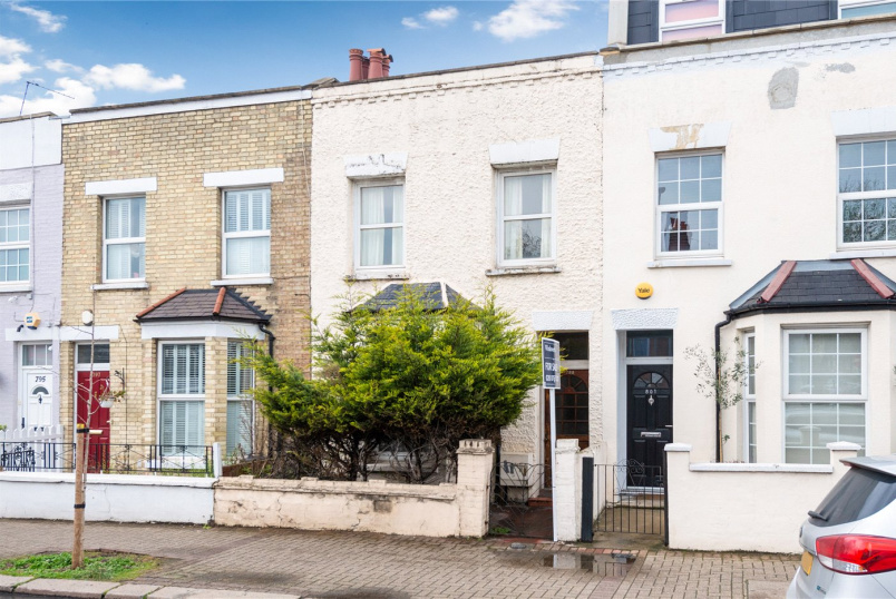House for sale in Tooting - Garratt Lane, London, SW17