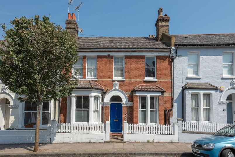 House - terraced for sale in Battersea - FREKE ROAD, SW11