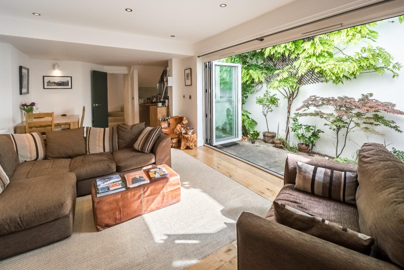 House - terraced for sale in Battersea - GARFIELD MEWS, SW11
