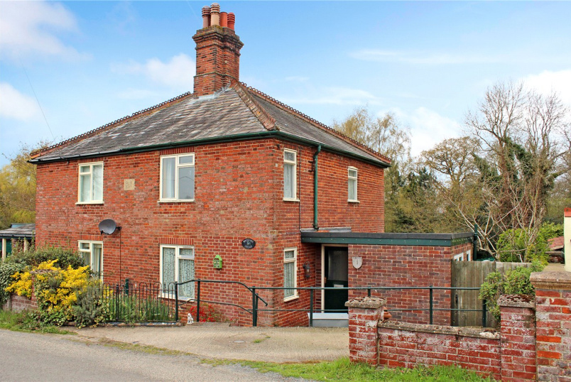 House for sale in Poringland - Whiteford Cottage, Chandler Road, Stoke Holy Cross, NR14