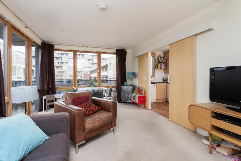 Flat/apartment to rent in Islington - Winton Court, 65 Calshot Street, London, N1