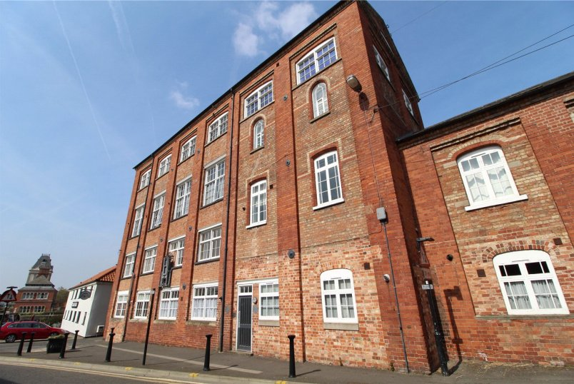 Flat/apartment for sale in Newark - Dobsons Quay, The Wharf, Newark, NG24