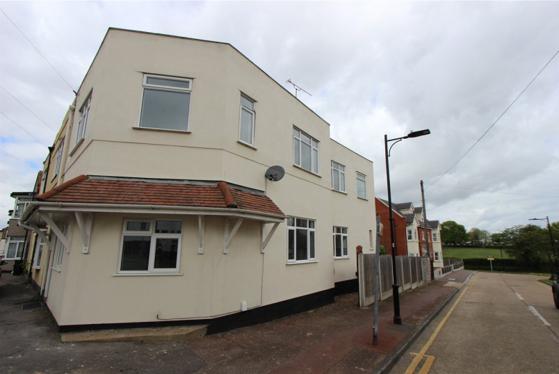 House to rent in Leigh-on-Sea - Fairfax Drive, Westcliff-on-Sea, Essex, SS0