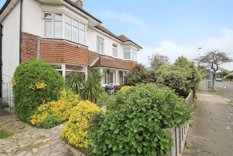 Flat/apartment for sale in Worthing - Loxwood Avenue, Worthing, West Sussex, BN14