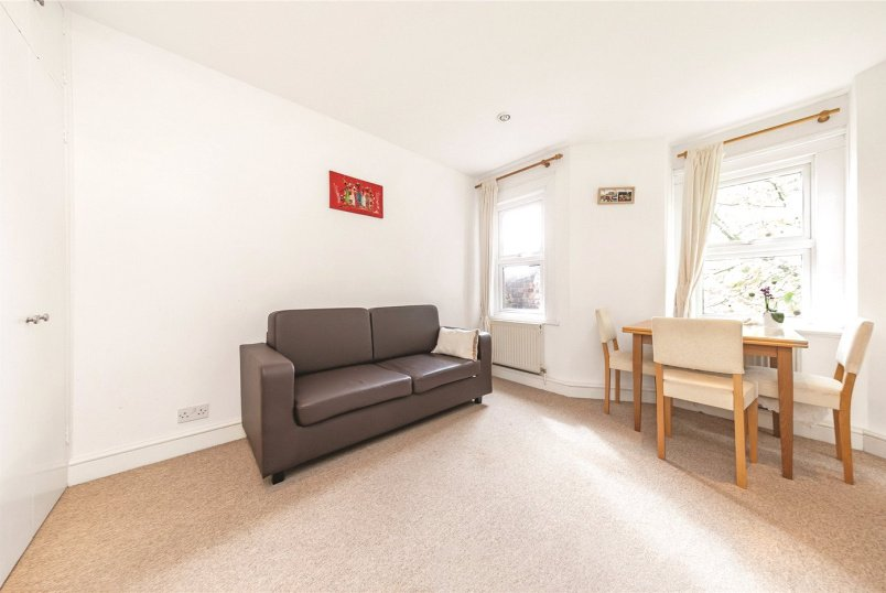 Flat/apartment to rent in Chiswick - Chiswick High Road, London, W4
