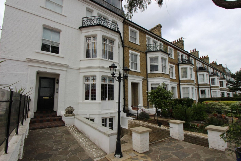 Flat/apartment to rent in Leigh-on-Sea - Clifftown Parade, Southend-on-Sea, Essex, SS1