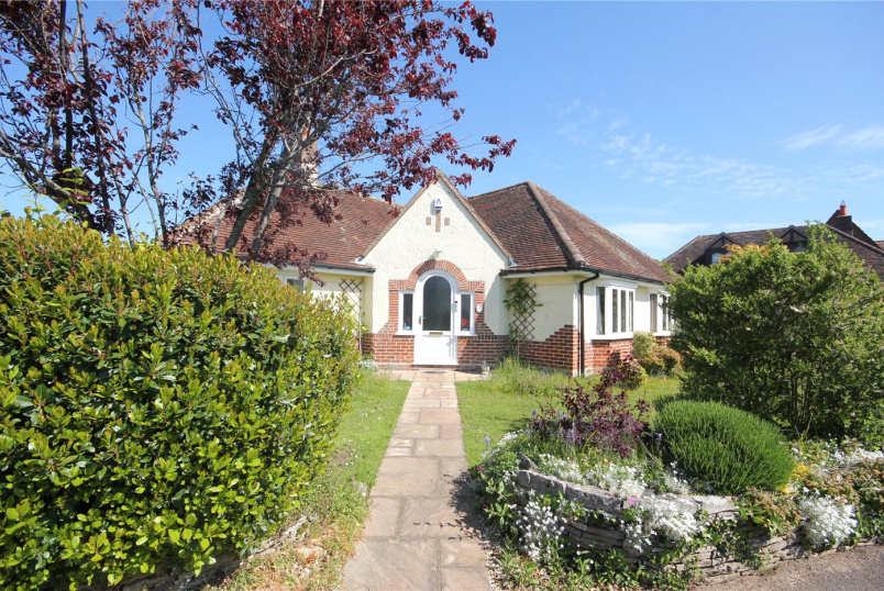 Bungalow to rent in Highcliffe - Hynesbury Road, Christchurch, Dorset, BH23