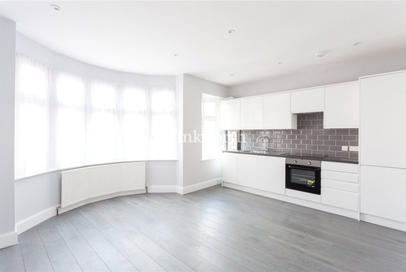 Flat/apartment for sale in  - New River Crescent, London, N13