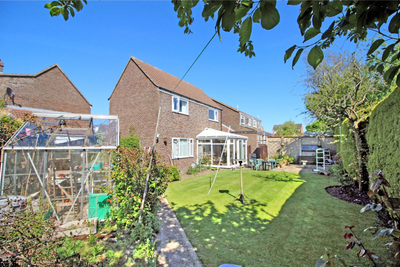 House for sale in Poringland - Pheasant Close, Mulbarton, Norwich, NR14