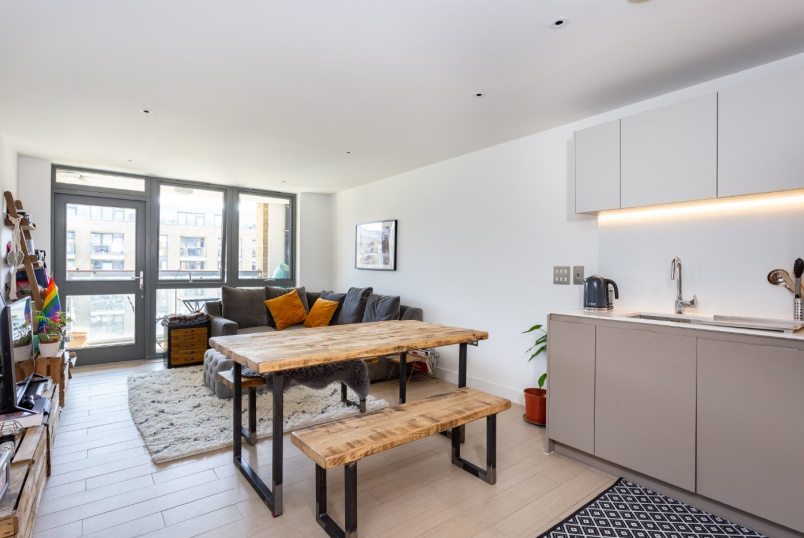 Flat/apartment to rent in Islington - Canalside Square, London, N1