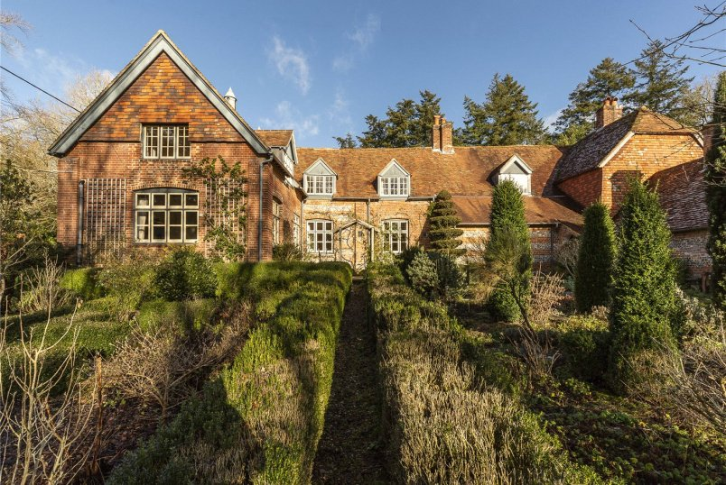 House for sale in Salisbury - School Hill, Alderbury, Salisbury, SP5
