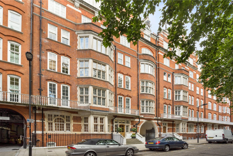 Flat/apartment for sale in West End - Bedford Court Mansions, Bedford Avenue, London, WC1B