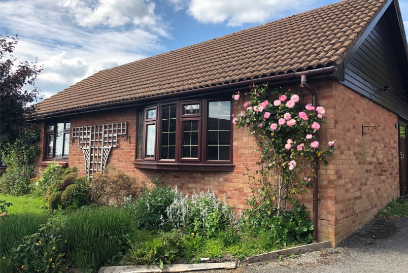 Bungalow for sale in Devizes - Cornfield Road, Devizes, Wiltshire, SN10