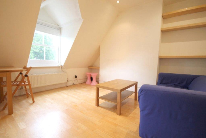 Flat/apartment to rent in Kentish Town - Hartham Road, London, N7