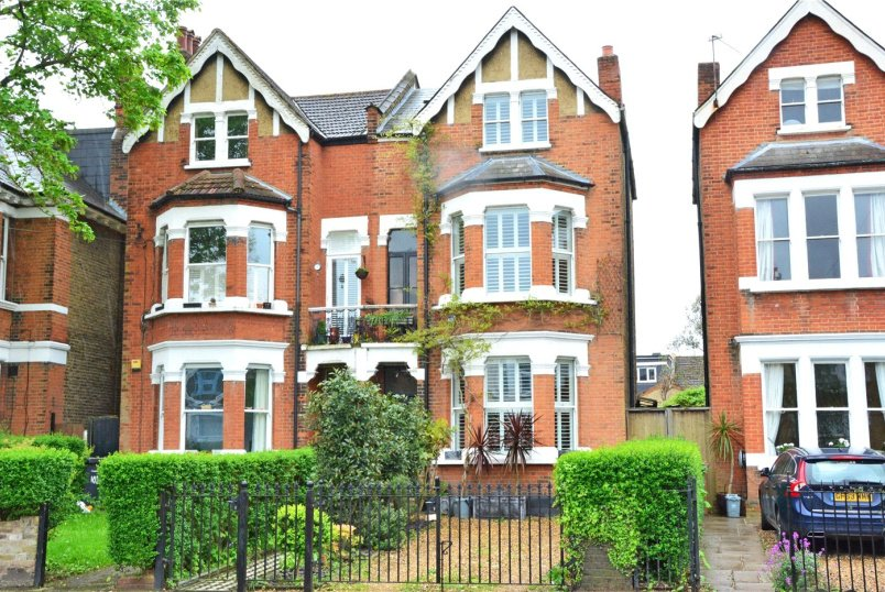 House for sale in Blackheath - Manor Park, Hither Green, SE13