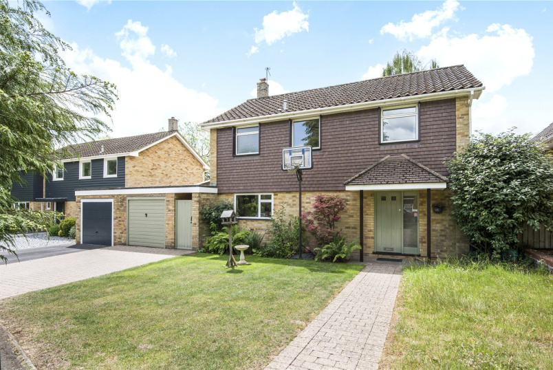 House for sale in Winchester - Manningford Close, Winchester, Hampshire, SO23